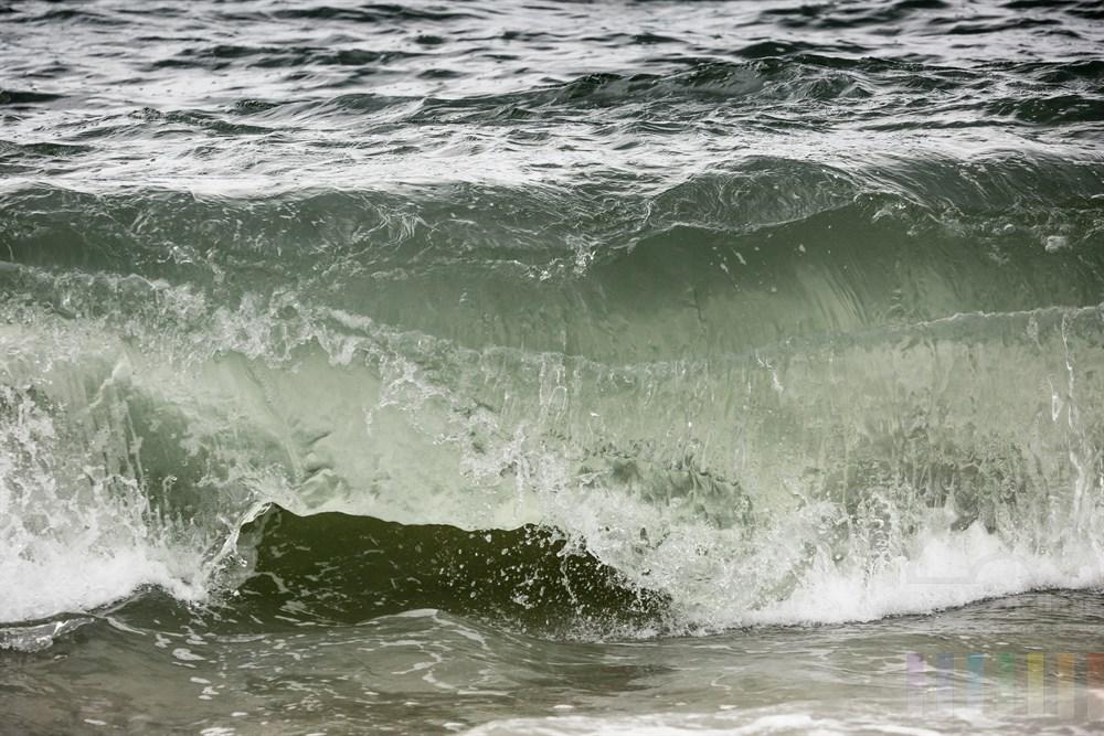 Nordseewelle bricht sich am Strand von Hörnum/Sylt
