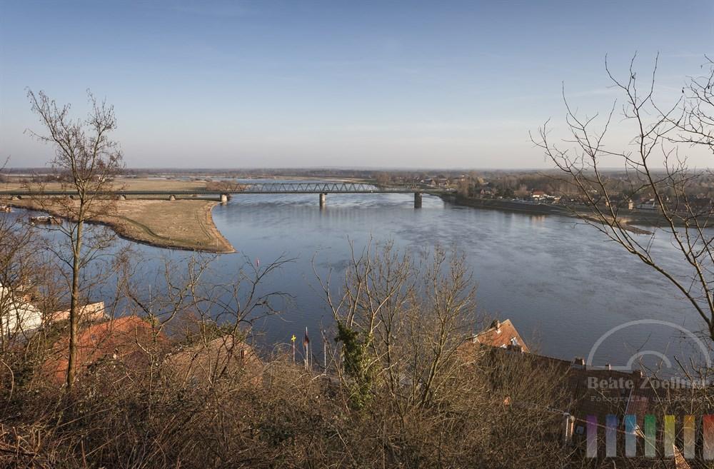 Blick vom Lauenburger Schlossberg (Askanierblick) über die Elbe