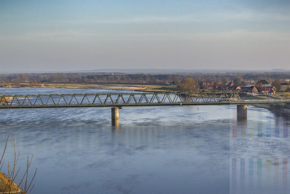Brücke über die Elbe bei Lauenburg verbindet die Bundesländer Niedersachsen und Schleswig-Holstein