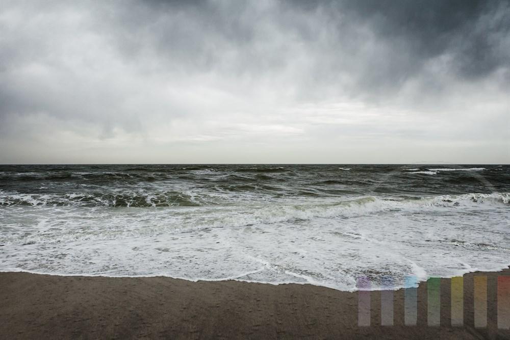 FRegenwolken über der Nordsee vor der Insel Sylt