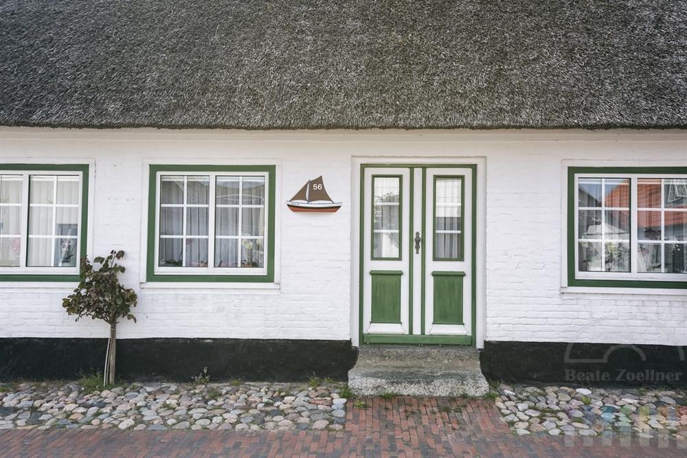 Reetgedecktes, historisches Wohnhaus im Fischerdorf Maasholm an der Schlei