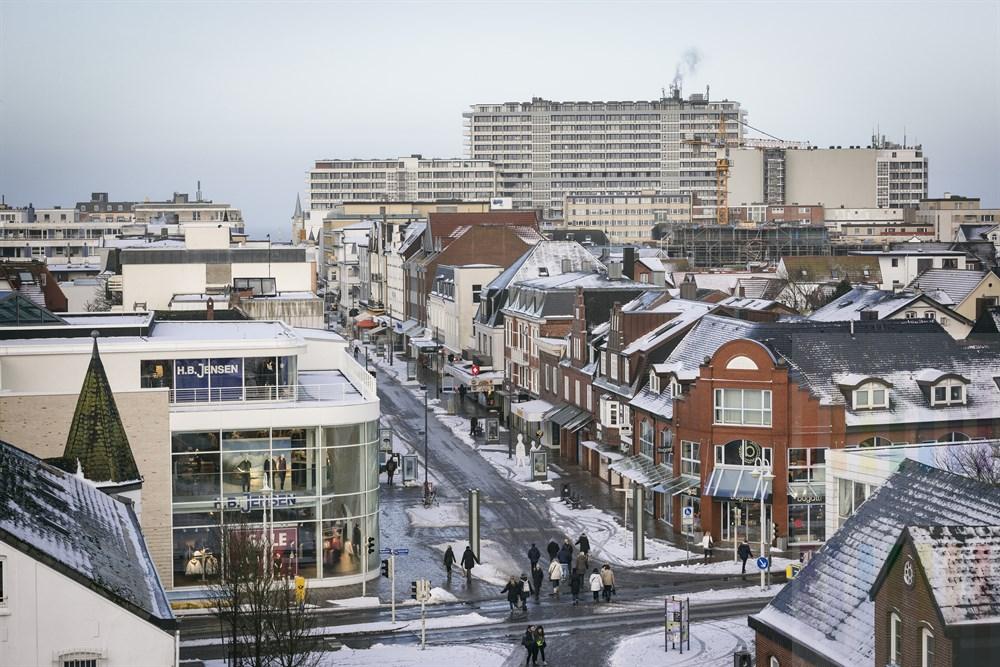 Blick gen Westen an einem Wintermorgen über den Stadtkern und die Friedrichstraße von Westerland/Sylt