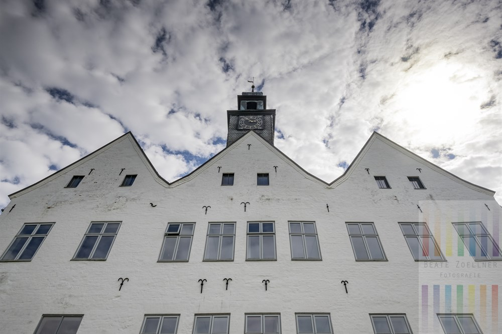 Das Herrenhaus, ein ehemaliges Wasserschloss, des Klosters Nütschau. Es wurde 2006 aufwändig renoviert.