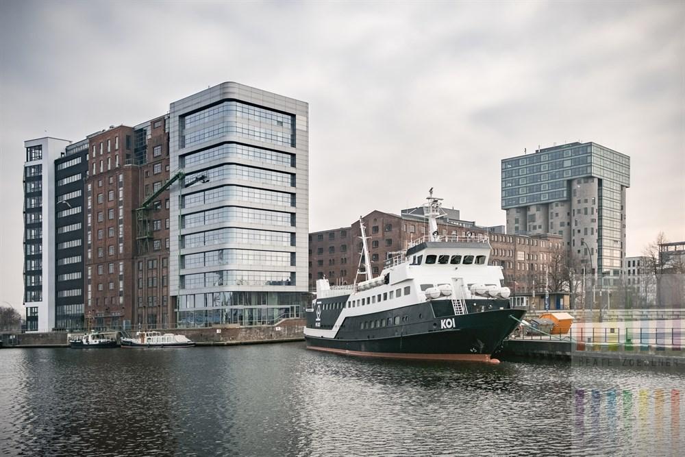 """Das Sylter Party-Schiff """"MS Koi"""" der Adler-Reederei liegt am Veritaskai im Harburger Binnenhafen"""