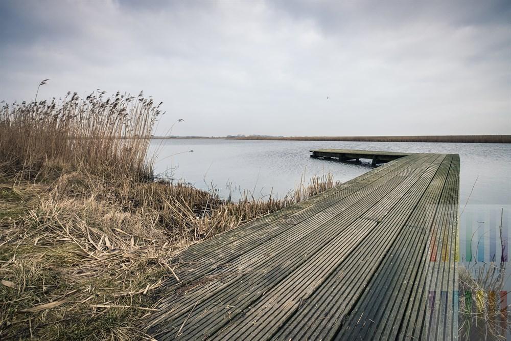 """Februartag am Angelsteg am """"Katrevel"""" in Morsum/Sylt. Das Gewässer entstand durch den Deichbau im Osten der Insel"""