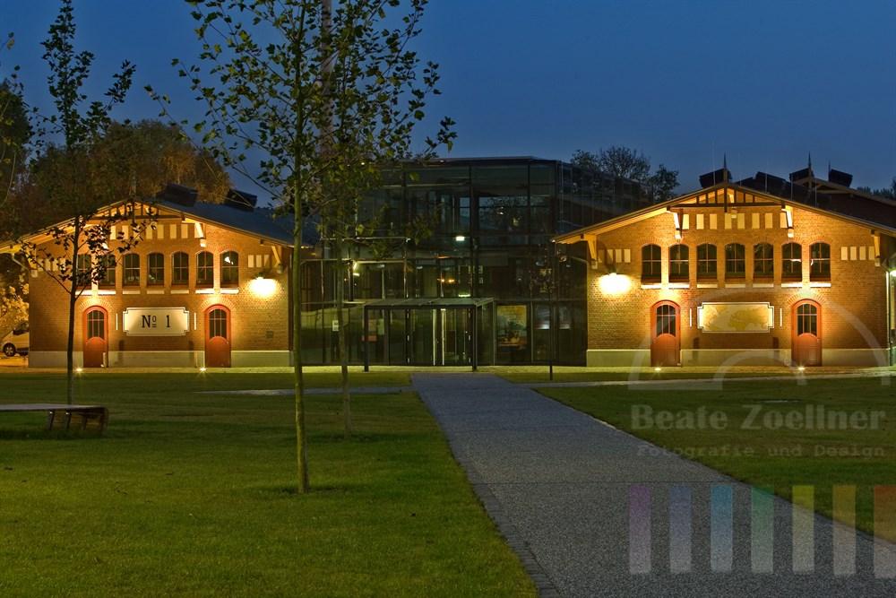Ballinstadt, Eingangsgebäude, Nachtaufnahme