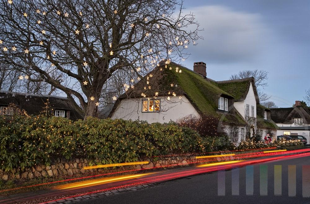 Weihnachtlich geschmücktes Friesenhaus am Keitumer Museumsweg - das Haus steht inzwischen nicht mehr, es wurde 2012 abgerissen und durch einen baugleichen Neubau ersetzt