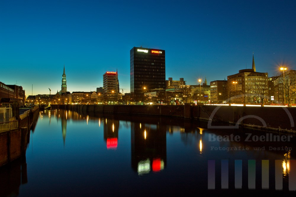 Abendstimmung: Blick über den Hamburger Zollkanal
