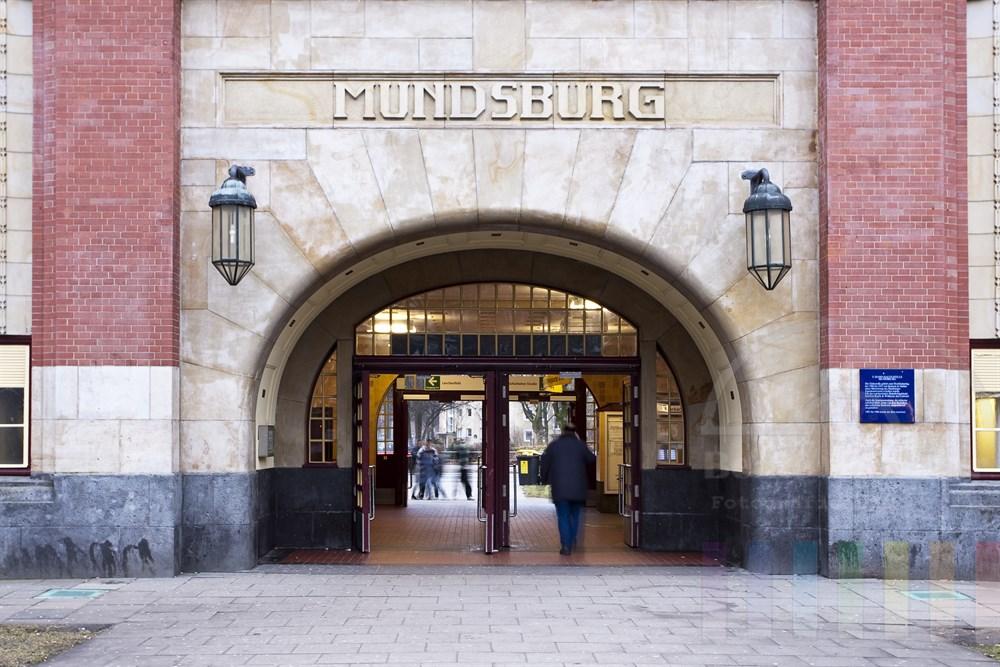 Eingang des historischen und denkmalgeschützten U-Bahnhofes in Hamburg-Mundsburg