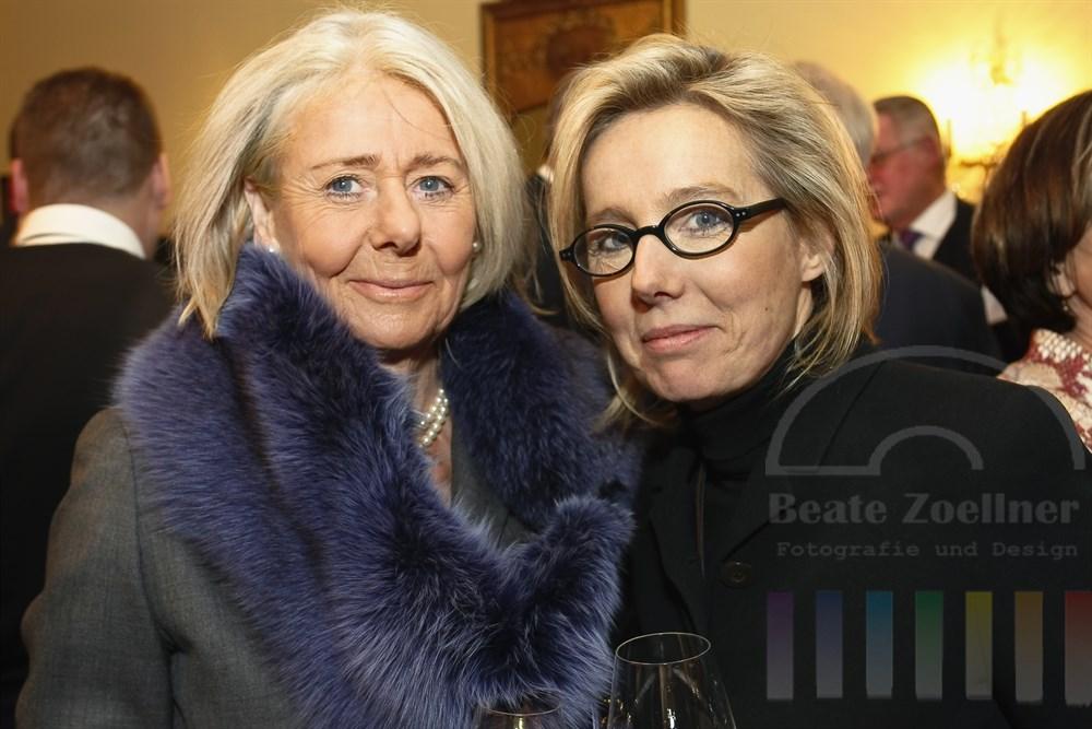 Modeschöpferin Bettina Schönbach (rechts mit Brille) mit ihrer Mutter Ursula Ehrhardt