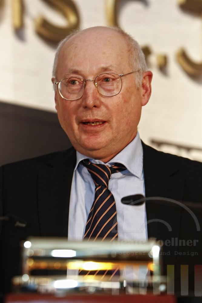 Ex-Spiegel-Herausgeber Stefan Aust am Rednerpult