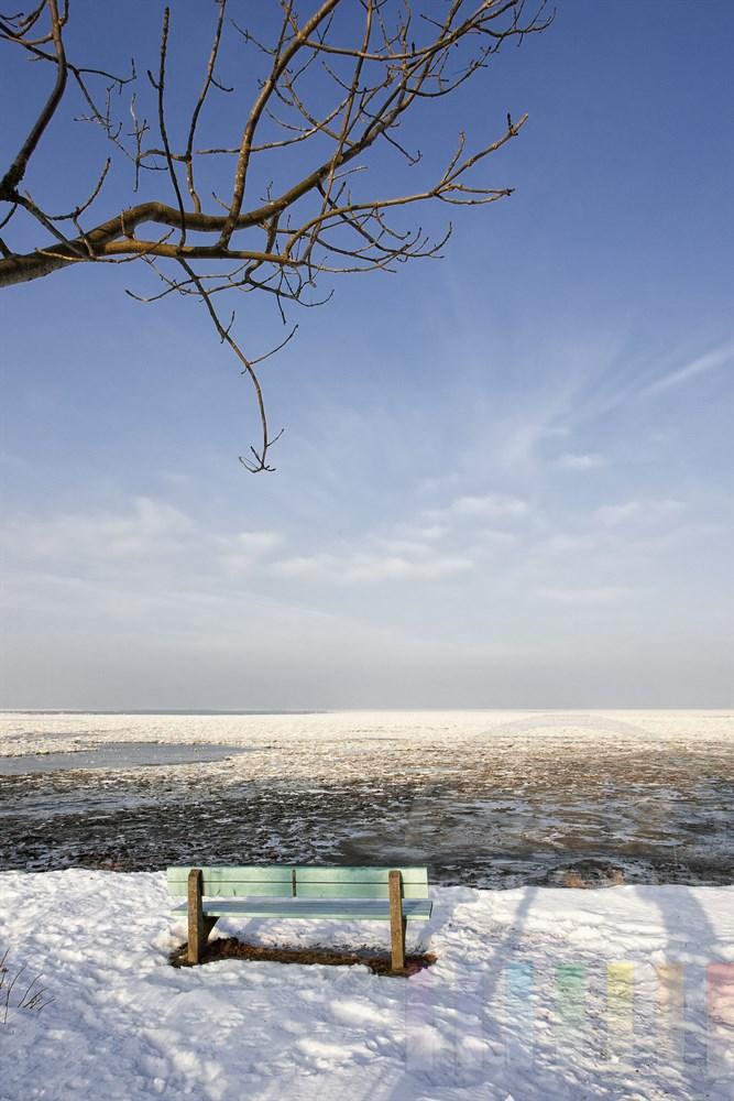 Blick vom Kliff in Keitum über das vereiste , blauer Himmel, sonnig