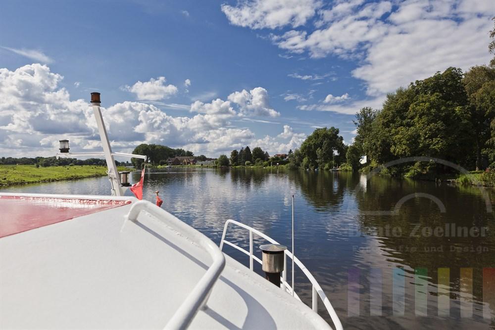 """Unterwegs auf der """"Vierlandenfahrt"""" auf dfer Dove-Elbe, sommerlich"""