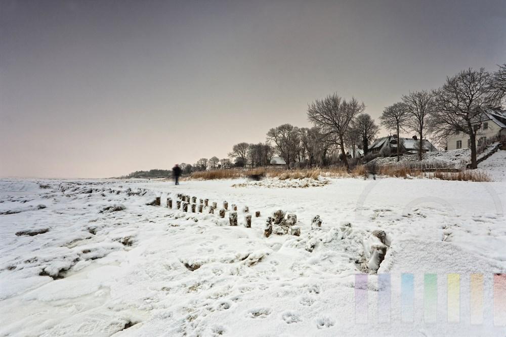Frostiger Wintertag am vereisten Wattenmeer vor Keitum, bedeckter Himmel