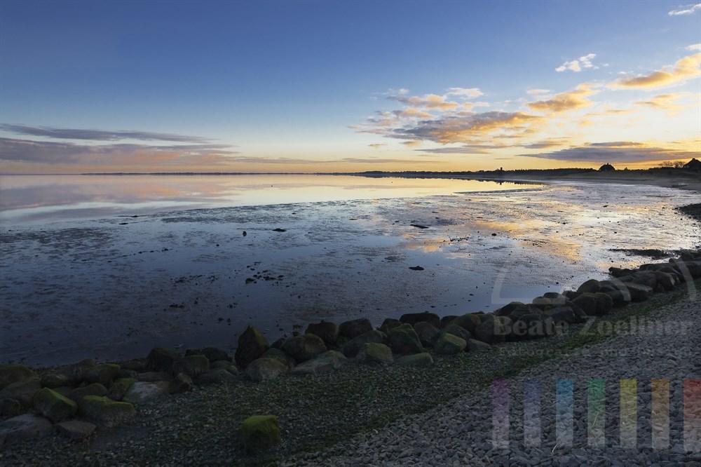 Winterliche Abendstimmung: Blick vom Munkmarscher Hafen über die Keitumer Bucht