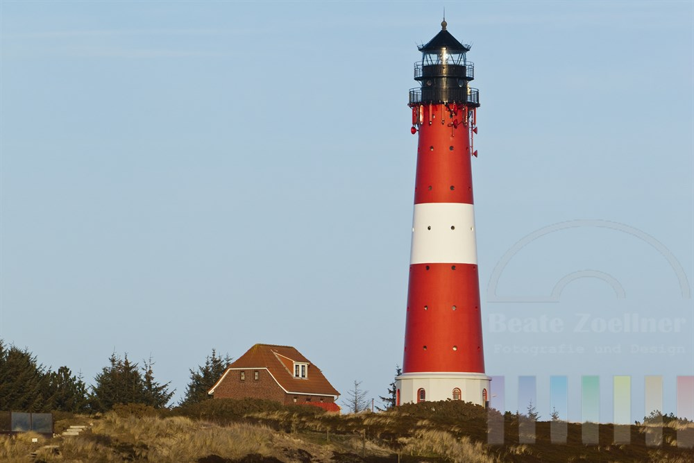 Der Hoernumer Leuchtturm ist das Wahrzeichen des Sylter Insel-Südens.