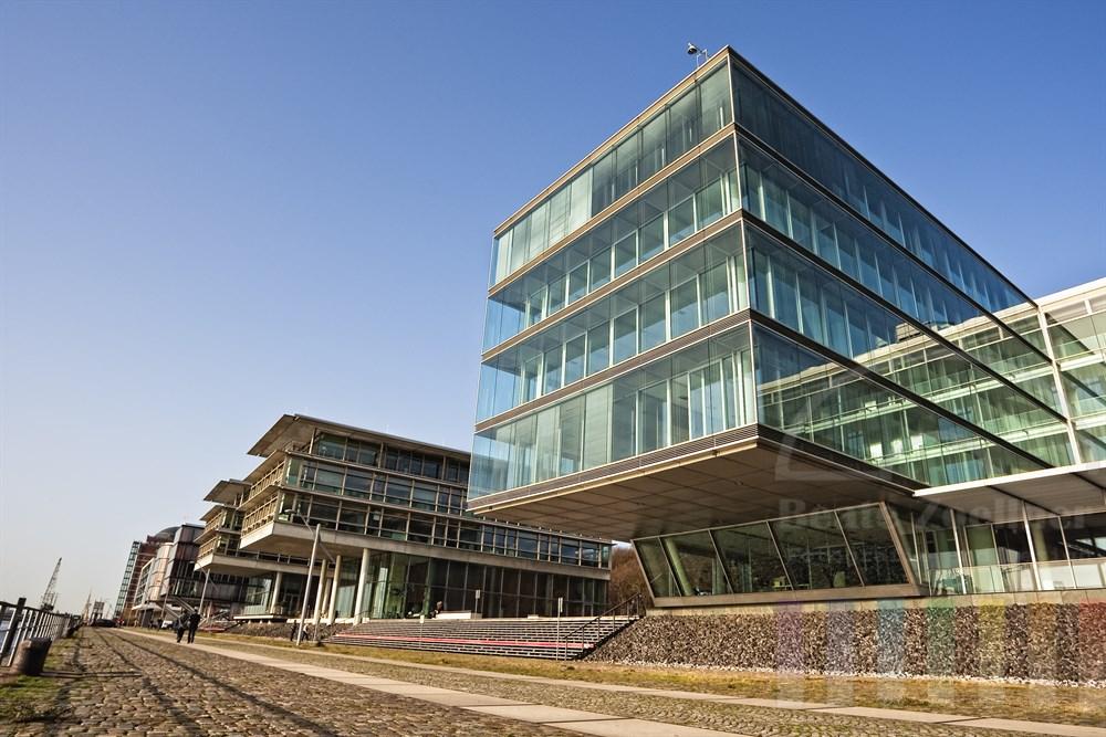 """Moderne Bürogebäude (""""Elbperlen"""")  am Ufer der Elbe in Hamburg-Neumühlen"""