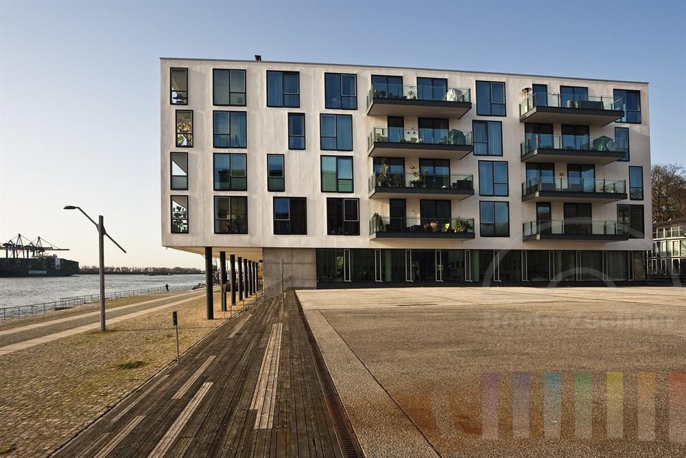 Wohnhaus in bester Wohnlage direkt an der Elbe in Hamburg-Neumühlen