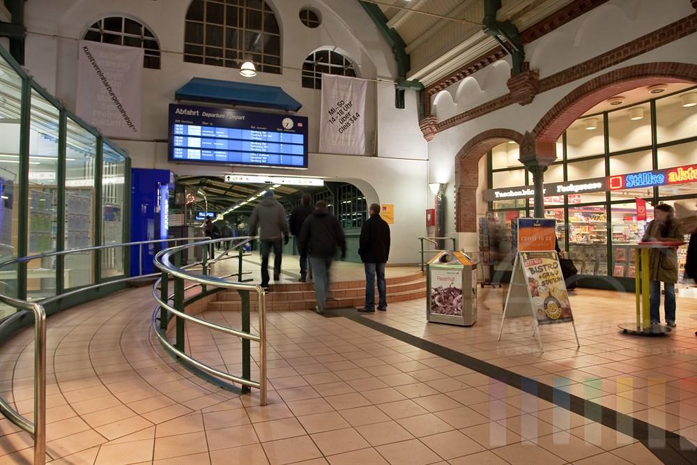 Eingangshalle Bahnhof Hamburg-Harburg
