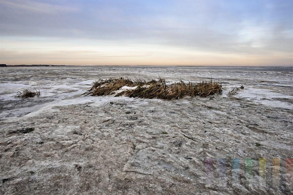 Abendstimmung am vereisten Wattenmeer vor der Insel Sylt