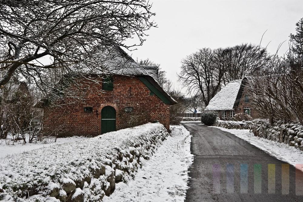 Schnee im historischen Ortskern des Sylter Friesendorfes Keitum