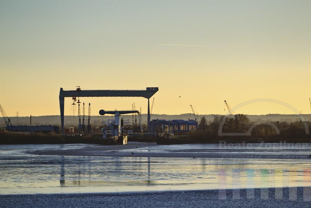 Die J. J. Sietas Schiffswerft ist einer der weltweit ältesten Schiffsbaubetriebe und liegt am südlichen Ufer der Elbe in Hamburg-Neuenfelde genau gegenüber des Süllbergs in Blankenese. Die Werft befindet sich in einem Insolvenz-Verfahren