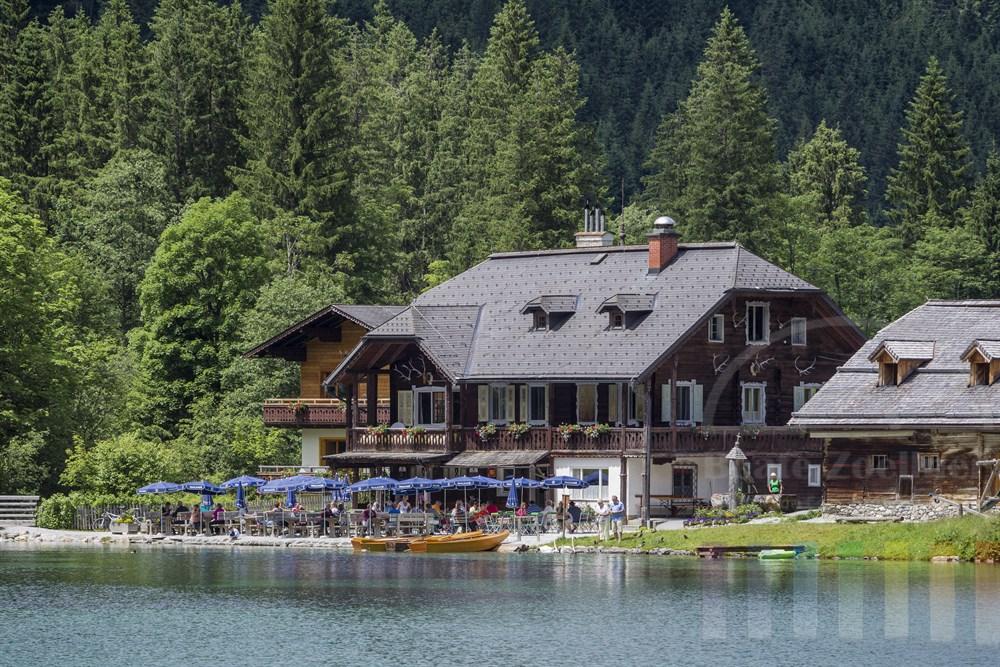 Malerisch am Jägersee bei Kleinarl (Salzburger Land) gelegener historischer Gasthof