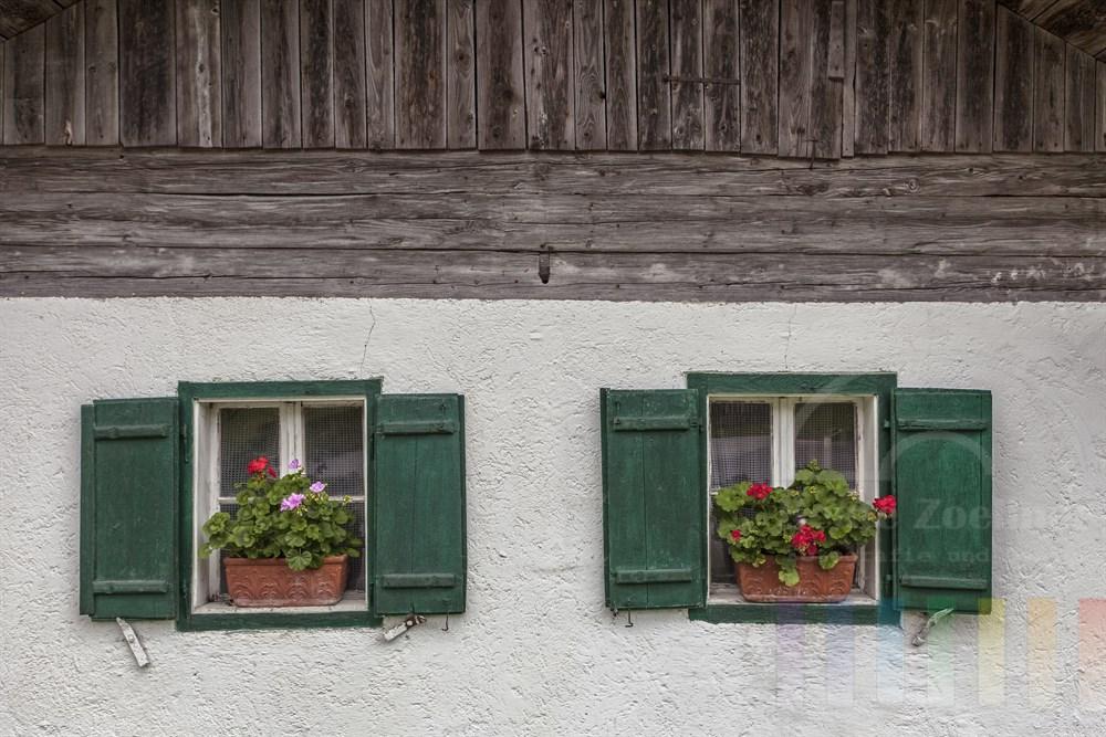 Detail einer alpenländischen Bauernhaus-Fassade