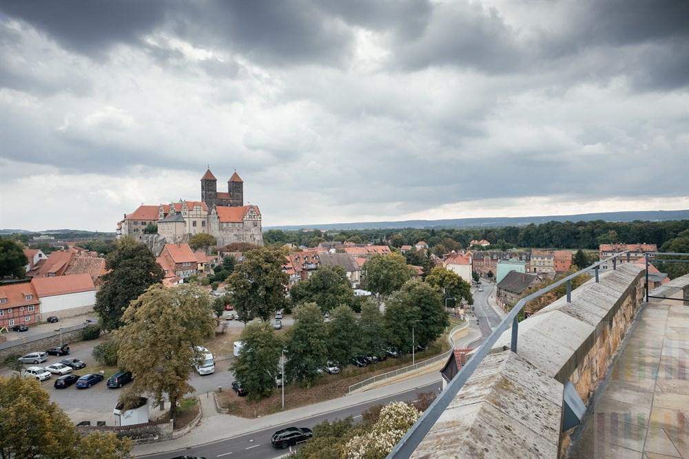 Blick vom Münzenberg auf Schlossberg mit Stiftskirche und Altstadt von Quedlinburg