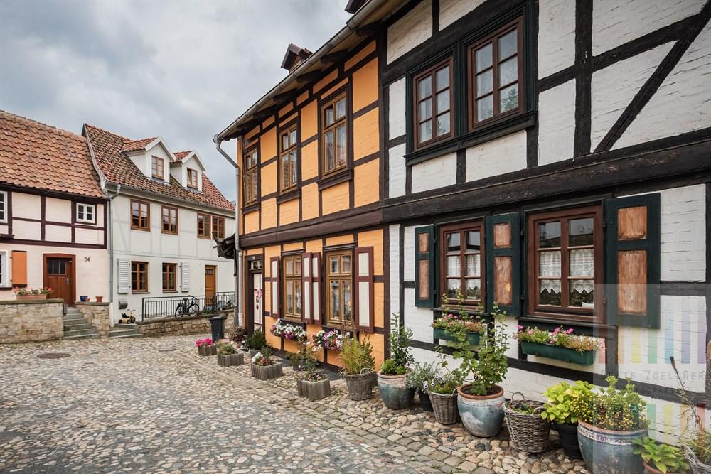 Malerische, historische Wohnhäuser auf dem Münzenberg in der Weltkulturerbestadt Quedlinburg