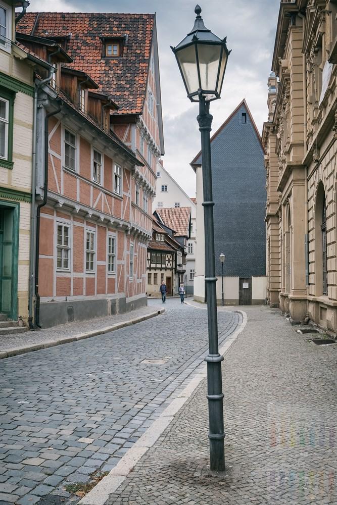 Straßenlaterne in der Altstadt von Quedlinburg
