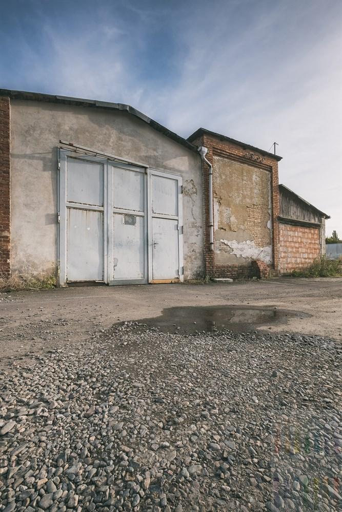 Maroder, geschlossener Gewerbebetrieb auf einem Hinterhof in Halberstadt