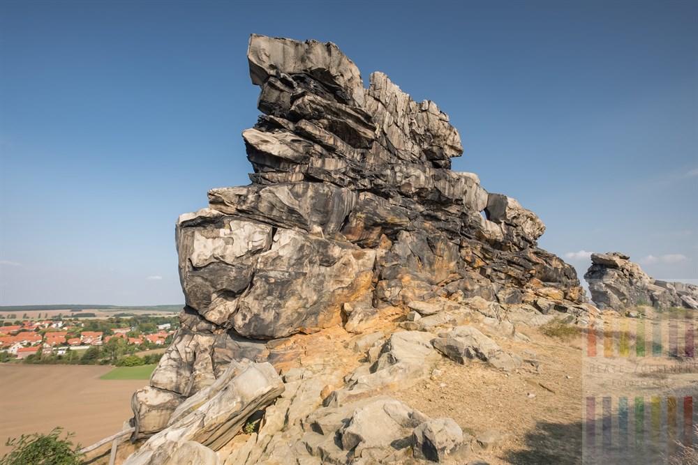 Blick von der Teufelsmauer bei Weddersleben auf die weite Landschaft des Bodetals bei Thale