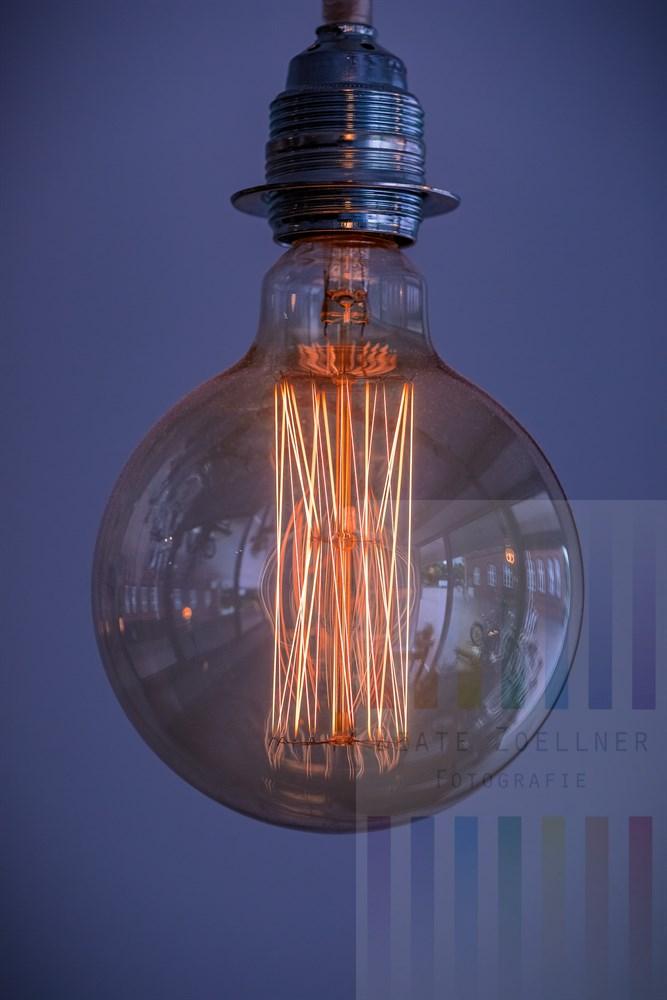 Historischem Vorbild nachempfundene Glühlampe im Vintage-Stil
