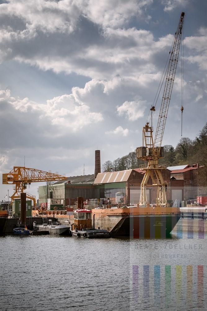 Blick über den Elbe-Lübeck-Kanal auf das Gelände der Hitzler-Werft am Elbufer in Lauenburg