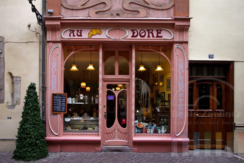 Strassencafé in der Altstadt von Colmar/Elsass