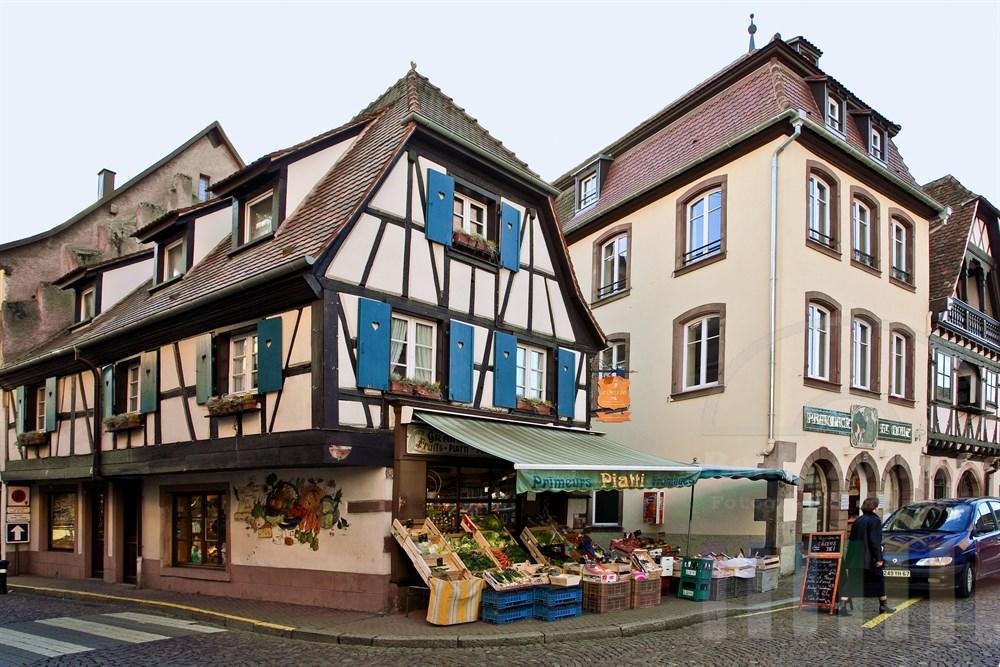 in der historischen Altstadt von Obernai/Elsass: Place de la Chapelle