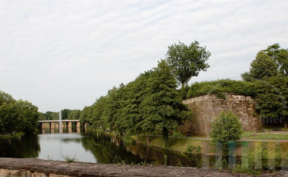 historische Festungsanlagen im Stadtgarten von Saarlouis