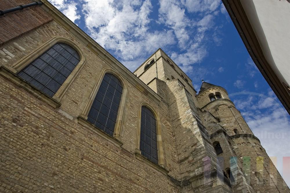 Nordseite des Doms in Trier. Es ist der älteste Teil des Bauwerks, das als Weltkulturerbe auf der UNESVO-Liste steht