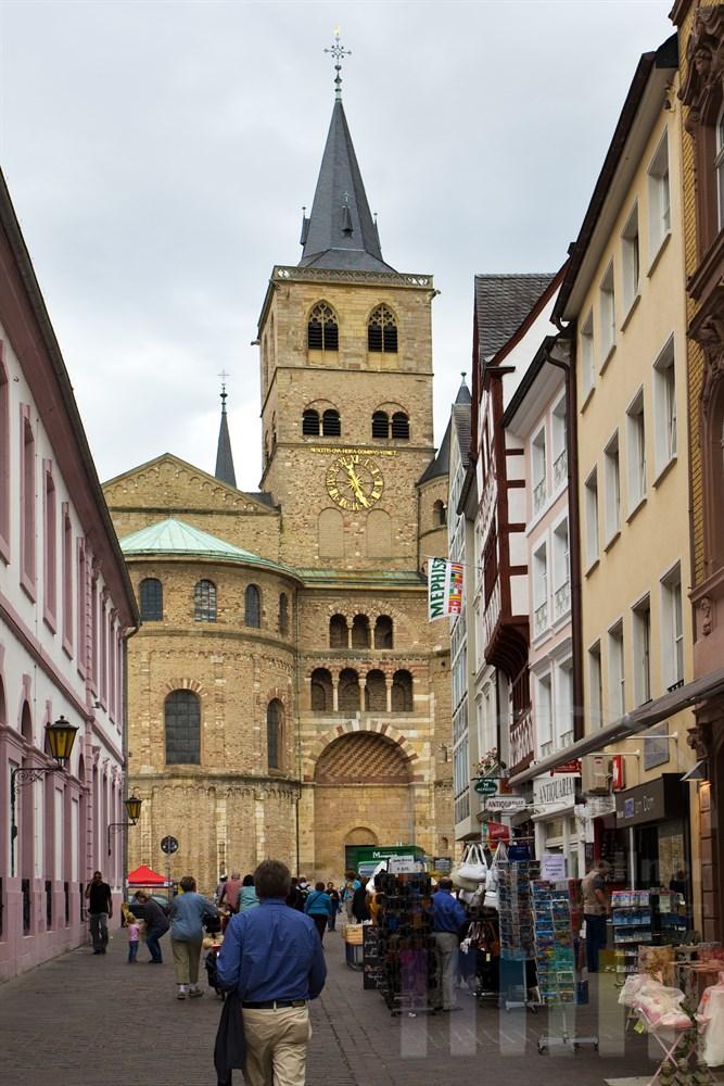 Gasse vom Hauptmarkt in Trier zum Dom