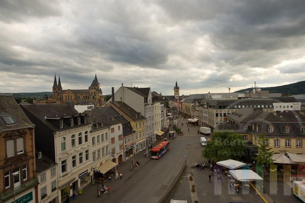 Blick vom Porta Nigra auf Trier, die älteste Stadt Deutschlands