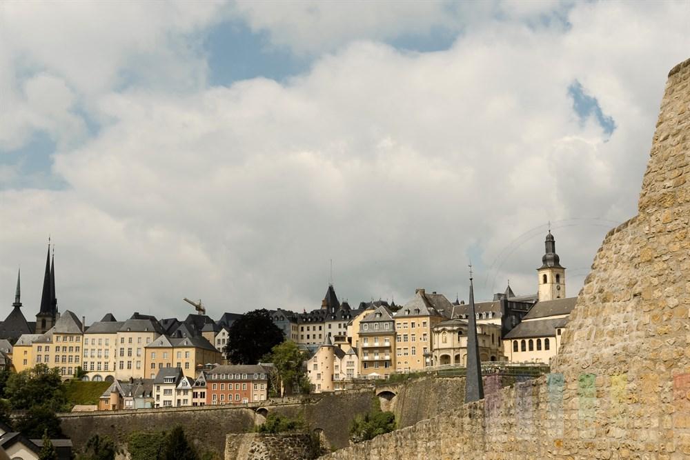 Blick auf die Altstadt-Kulisse von Luxemburg