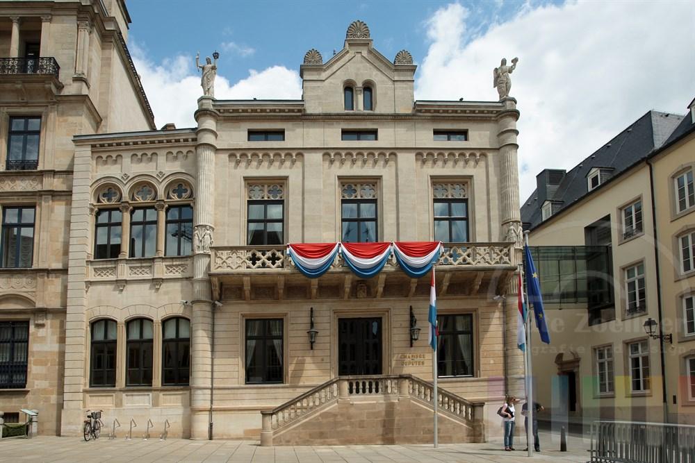Das Abgeordnetenhaus in Luxemburg grenzt direkt an den Palast des Grossherzogs