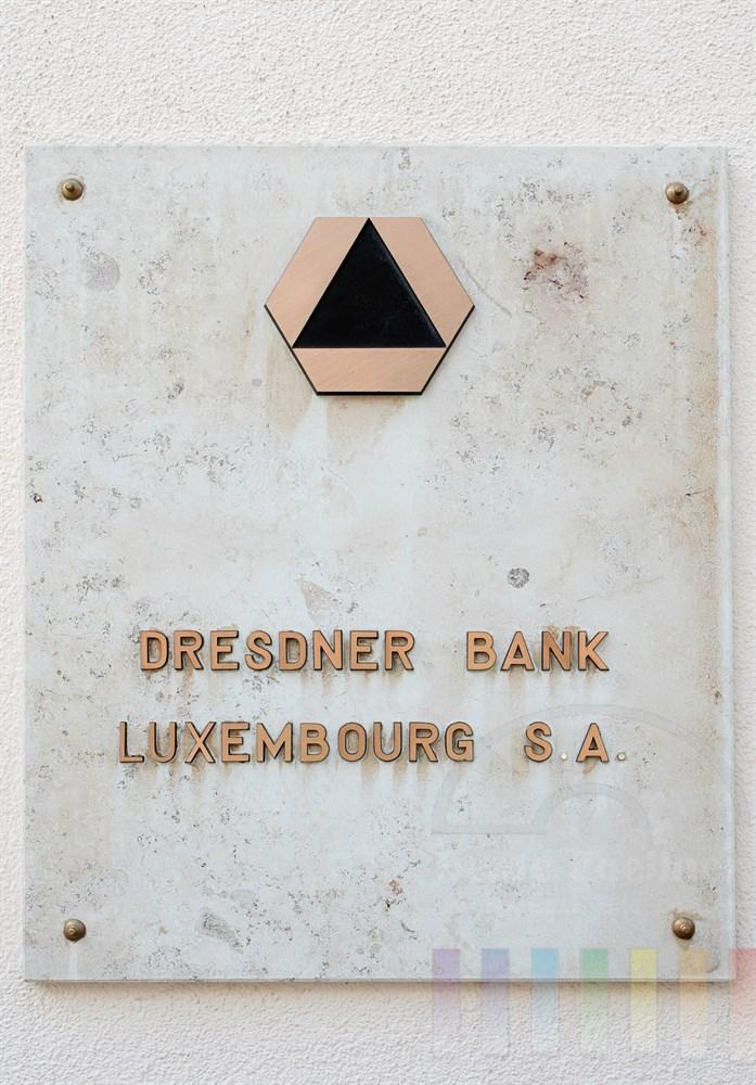 Firmenschild der Dresdner Bank in Luxemburg. Die Bank hat ihren Sitz direkt am Palast des Grossherzogs von Luxemburg