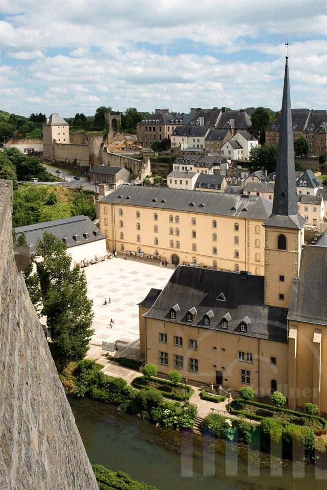 Blick über den Stadtteil Grund und die St. Johanneskirche