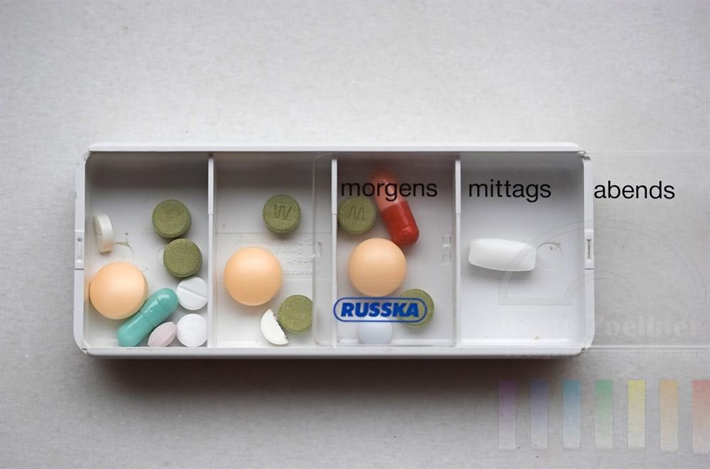 Kästchen mit Tabletten