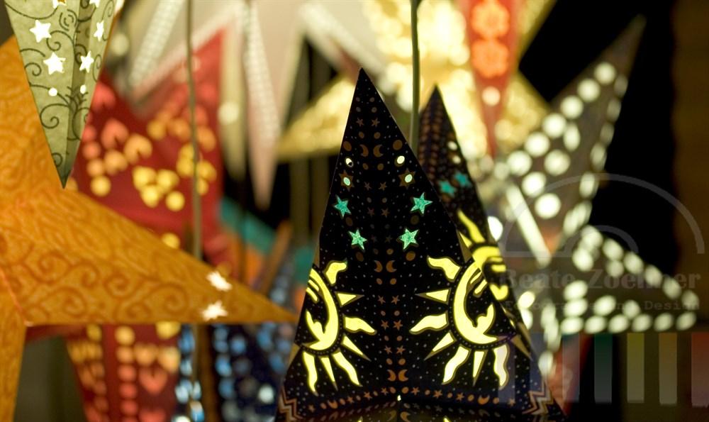 weihnachtliche Lampen in Sternenform, Detailaufnahme