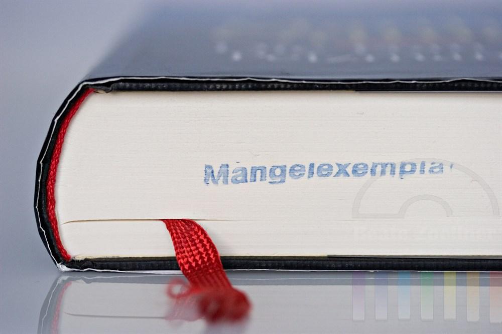 """Makro: Buch mit Stempelaufdruck """"Mangelexemplar"""""""