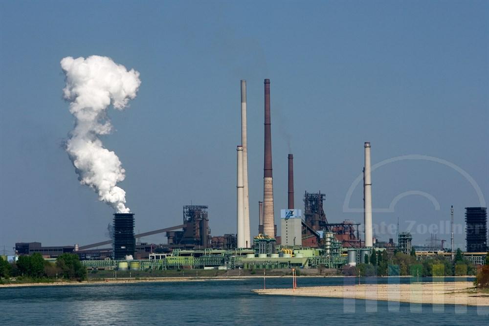 Stahlwerk bei Duisburg am Rhein