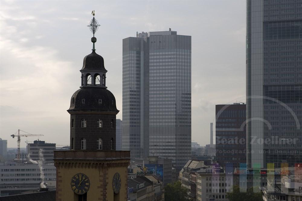 Kirch- und Bürotürme rund um die Hauptwache in Frankfurt